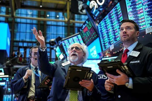 Phiên 25/9: Lực mua bắt đáy khiến cổ phiếu phố Wall tăng mạnh; Dầu thô gặp nhiều khó khăn