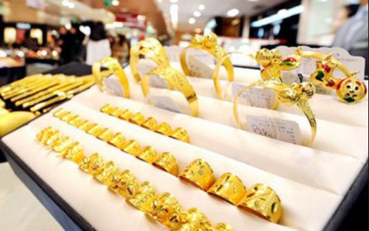 Giá vàng vẫn từng bước giảm nhẹ