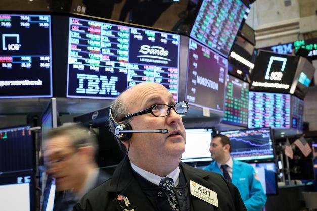 Phiên 22/10: Tin thất nghiệp, mùa báo cáo lợi nhuận, giá dầu tăng giúp phố Wall giao dịch đầy hứng khởi