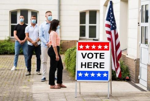 Bầu cử Mỹ: Giới trẻ Mỹ và các chuyên gia kinh tế đều ủng hộ ông Biden