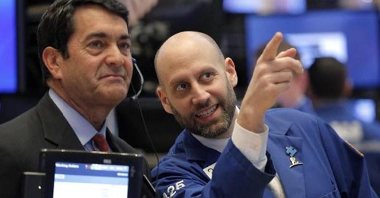 Phiên 19/1: Phố Wall khởi sắc, cổ phiếu năng lượng xanh điểm nhờ đà tăng hơn 2% của giá dầu