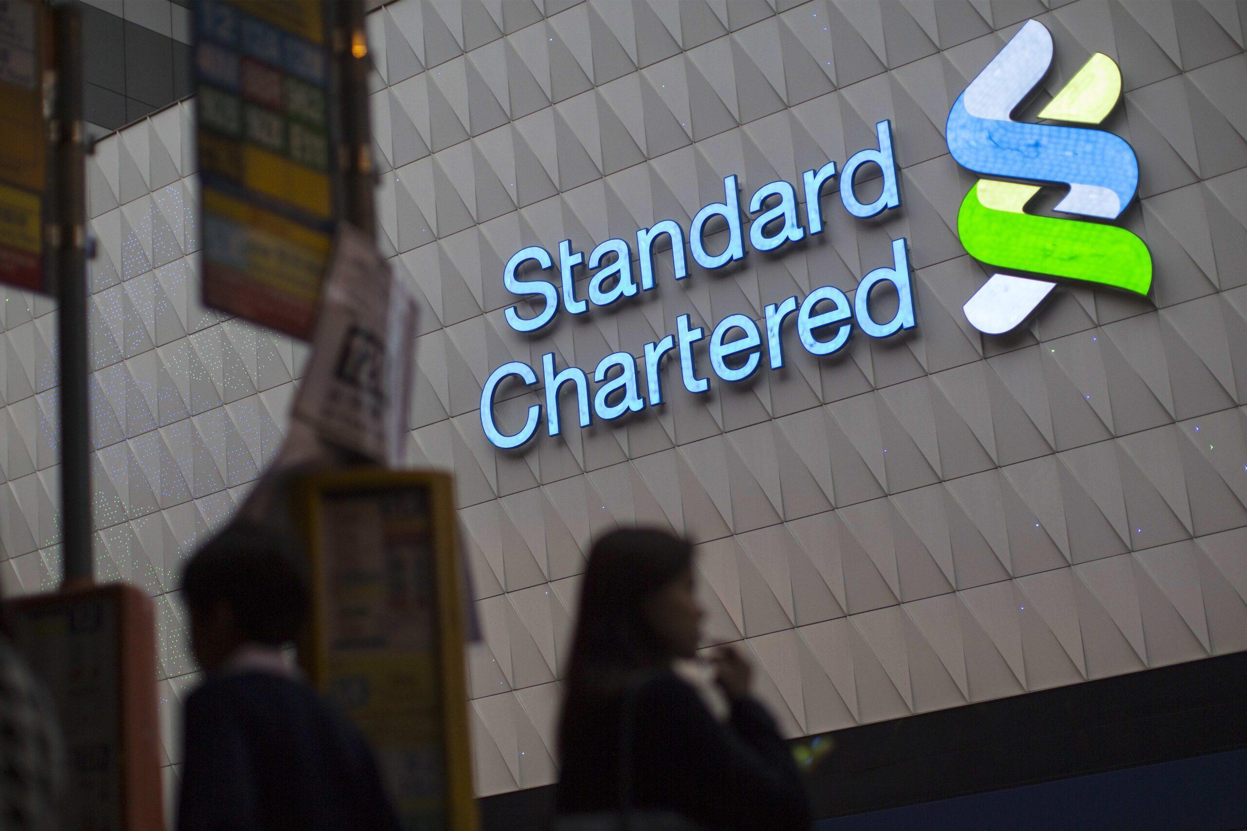 Standard Chartered: Coi chừng vàng thủng mốc 1700$ do các quỹ ETF liên tục xả hàng