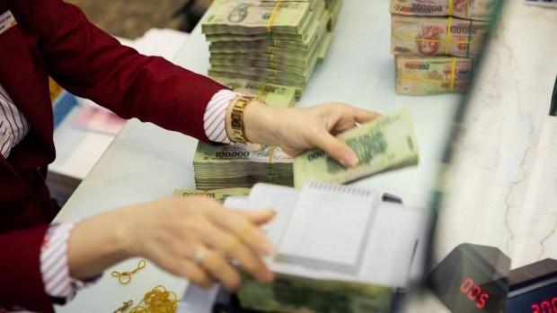 Tỷ giá USD/VND ngày 4/3: TGTT hạ 9 đồng; giá USD chợ đen tiếp tục giảm sâu