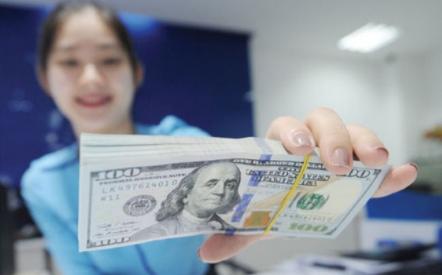 Tỷ giá VND/USD 22/4: Trung tâm đảo chiều tăng nhẹ, NHTM diễn biến trái chiều