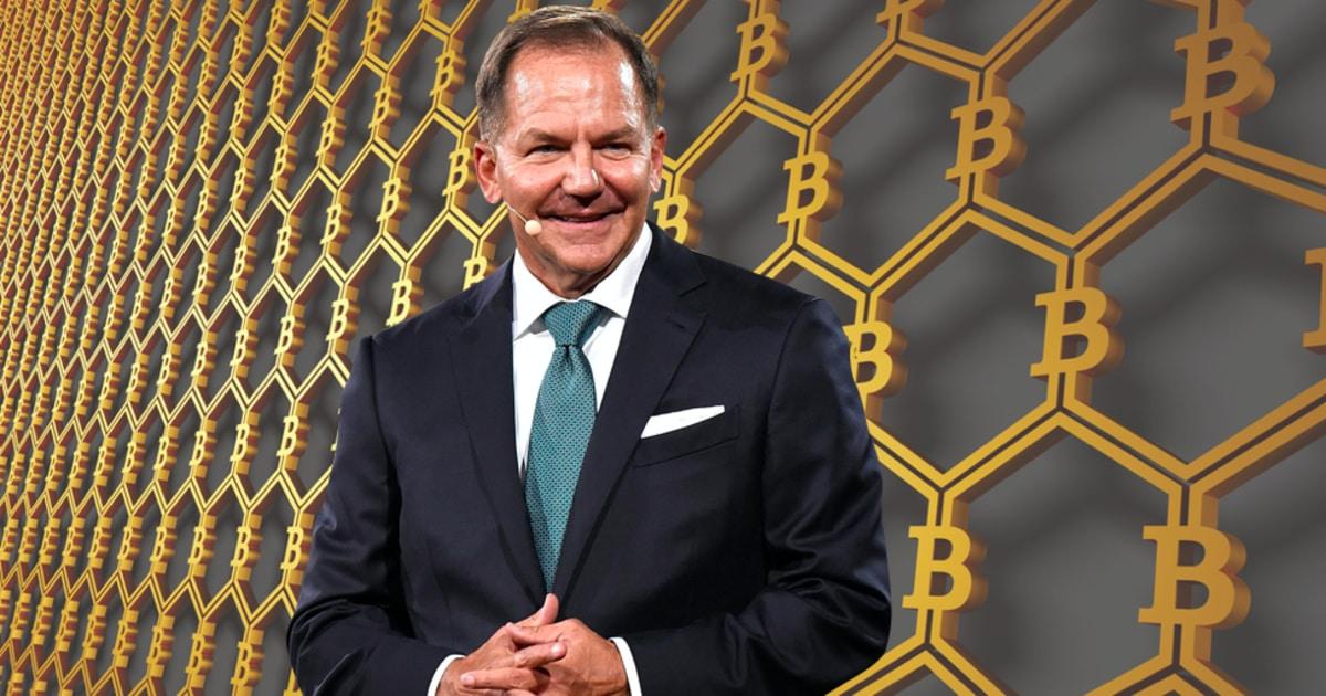 Paul Tudor Jones: Nếu Fed làm ngơ với lạm phát, 'tôi sẽ mua hàng hóa, tiền điện tử, vàng'
