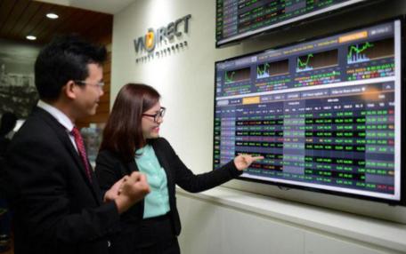TTCK sáng 2/8: Sắc xanh trên diện rộng, VN-Index tiếp tục tăng điểm