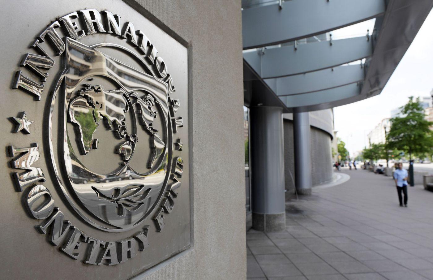 Vàng hưởng lợi khi IMF hạ triển vọng tăng trưởng toàn cầu, nhấn mạnh 'sự hồi phục mang tính phân kì'